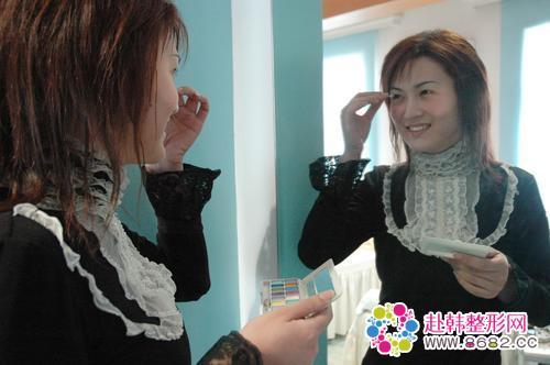23岁上海小伙子变美女图