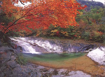 韩国最著名的自然景观--雪岳山