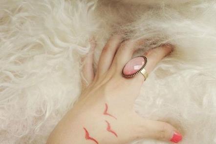 > 女生手背可爱太阳纹身  女生手背可爱太阳纹身 (509x511) 手上纹身